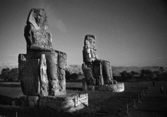 twin_statues_in_egypt_by_heldericht